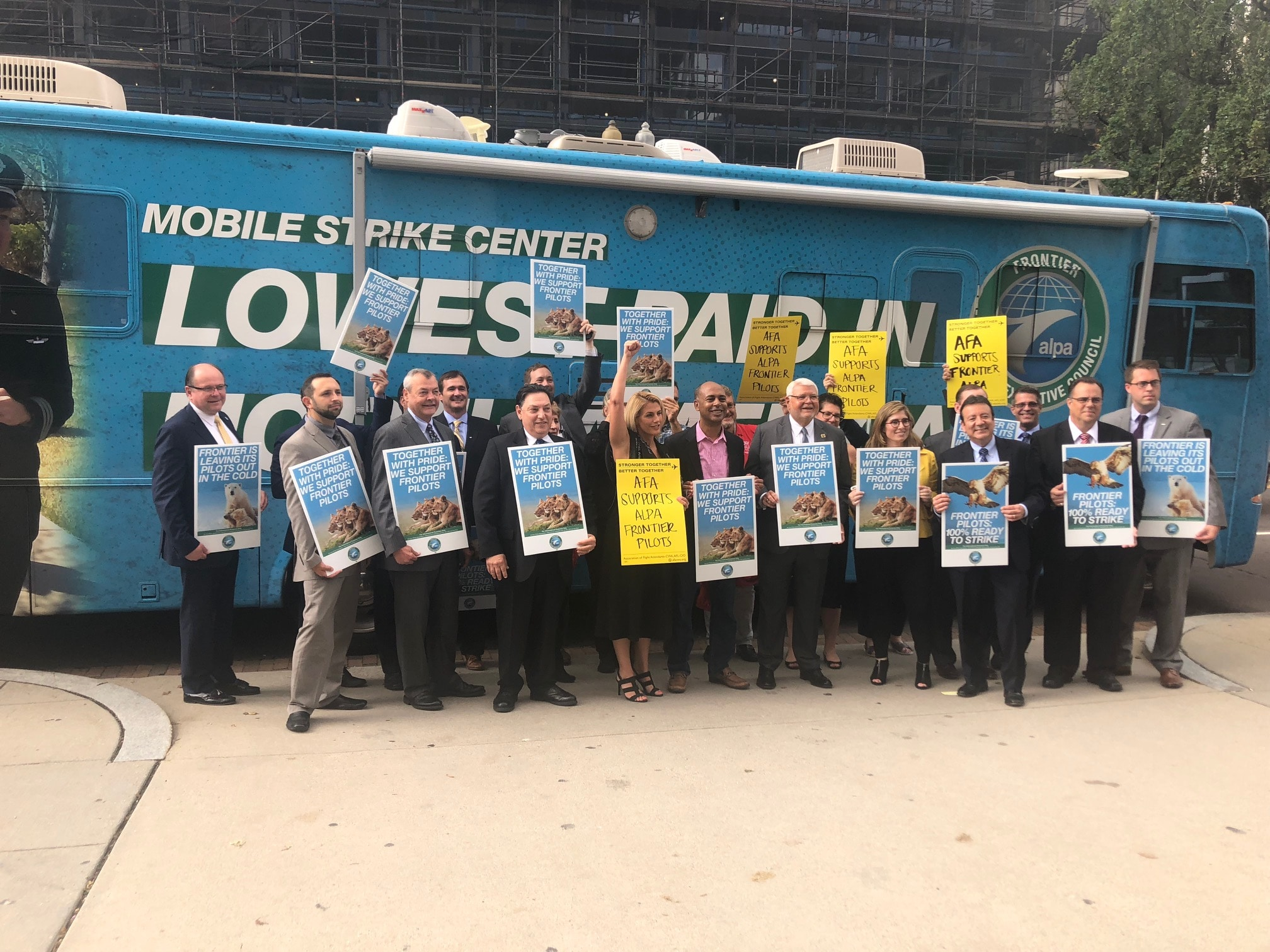 SMART Transportation Division President John Previsich and Vice President John England pose for a group picture of the AFL-CIO TTD Executive Committee after its meeting Sept. 16.